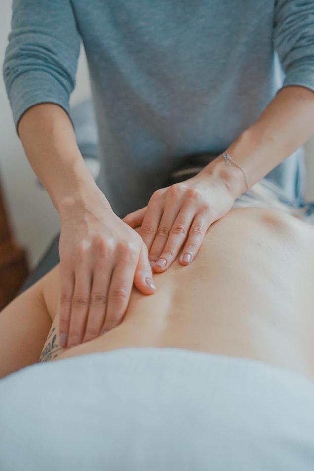 Odcinek szyjny kręgosłupa- dlaczego boli i co z tym zrobić?